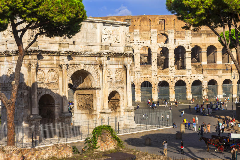 Colosseo和Arco di康斯坦丁诺,罗马 库存照片