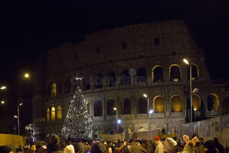 Colosseo gata i Rome på natten arkivfoto