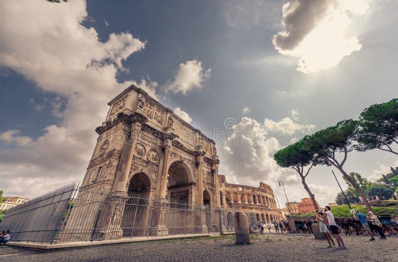 Colosseo, Roma, Italia - monumento storico fotografia stock libera da diritti