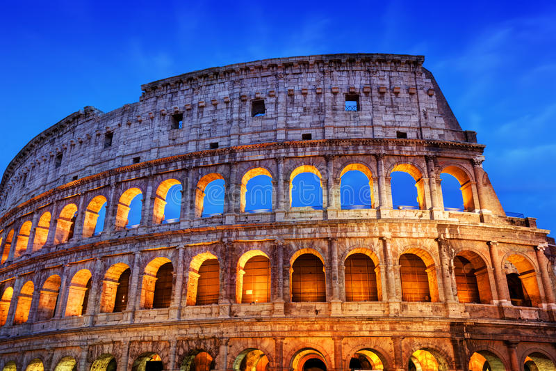 colosseum意大利罗马 在晚上被照亮的圆形露天剧场 免版税库存照片