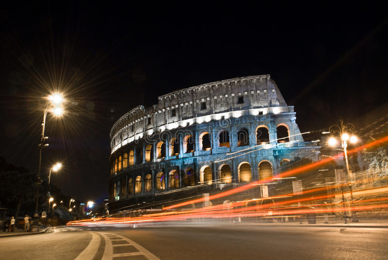 Colosseum μέσα τη νύχτα, Ρώμη, Ιταλία στοκ φωτογραφίες