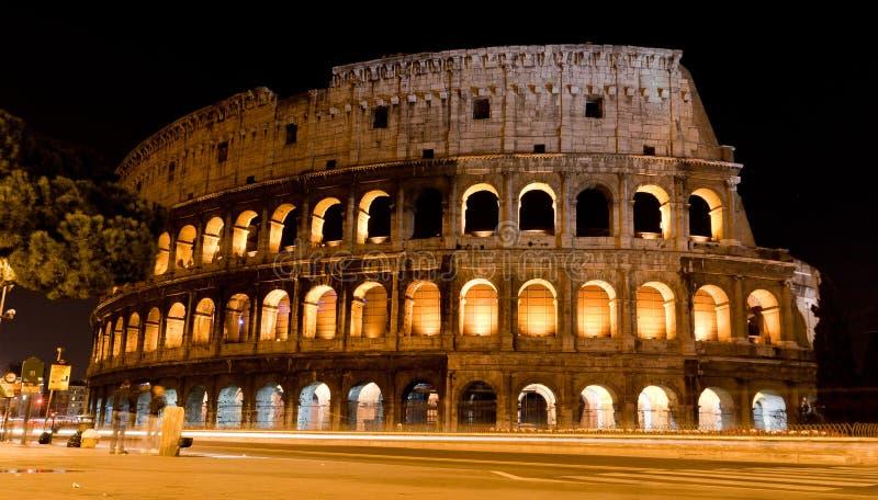 Colosseum τή νύχτα στοκ εικόνα