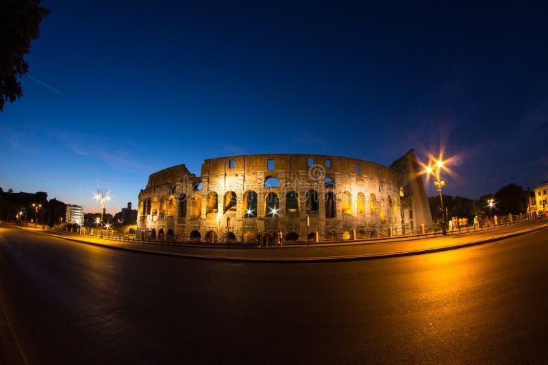 Colosseum τή νύχτα στοκ φωτογραφία