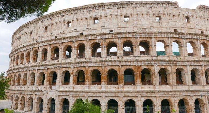 Download Colosseum в Di Roma Рима - Colisseo - туристическая достопримечательность Стоковое Фото - изображение насчитывающей прописно, городок: 81807276