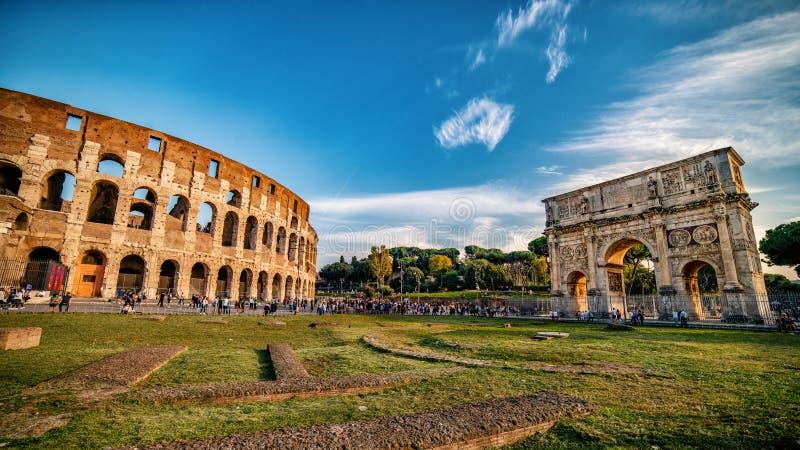 Colosseum и свод Константина, панорамного вида, Рима, Италии стоковое изображение