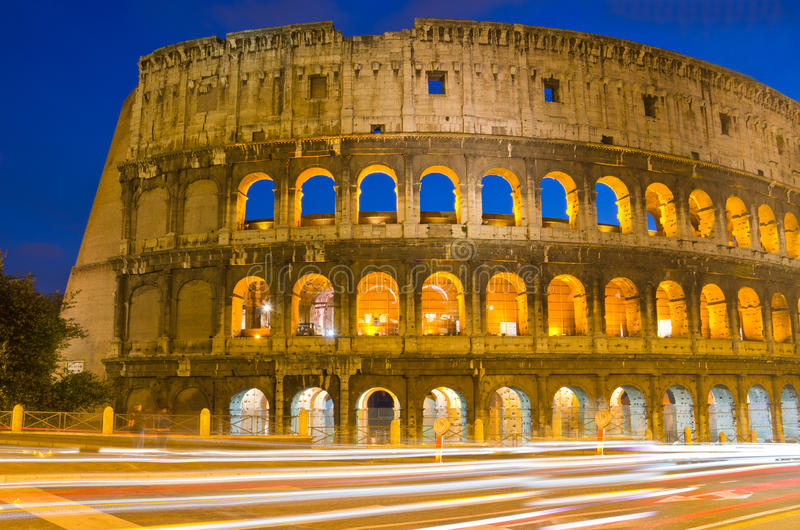 Colosseum на сумраке, Рим Италии стоковое фото