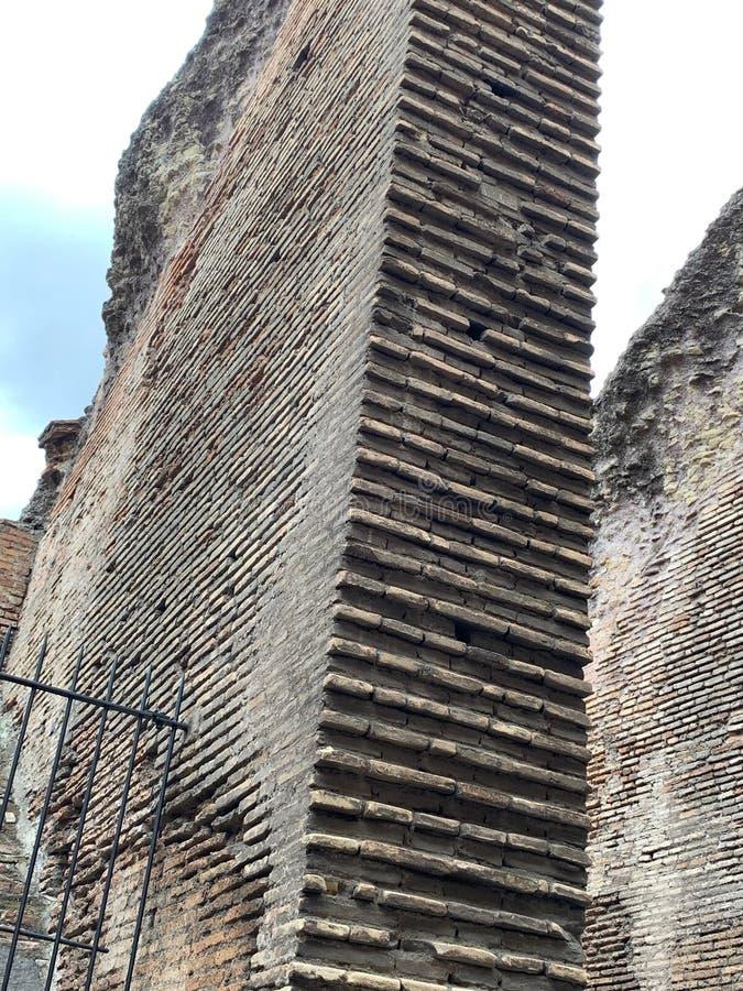 Colosseum, Рим, Италия, первоначальный раздел стены стоковая фотография rf