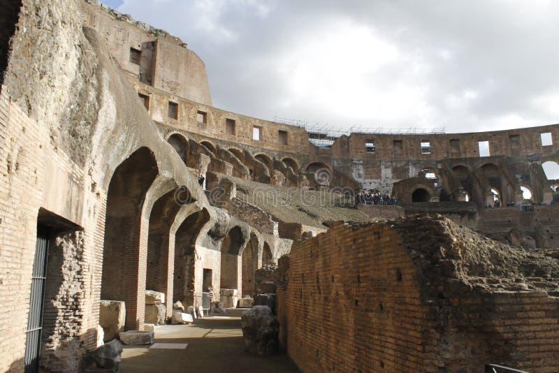 Colosseum с бурным небом стоковое изображение