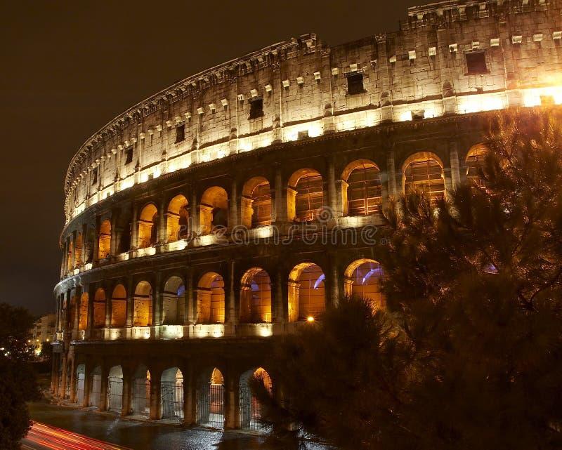 Colosseum alla notte fotografie stock libere da diritti
