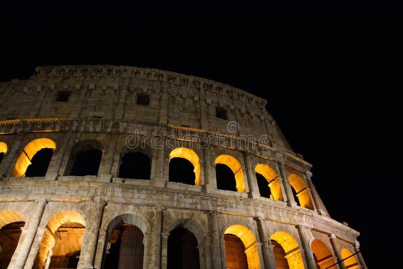 Colosseum belichtete in Rom lizenzfreie stockbilder