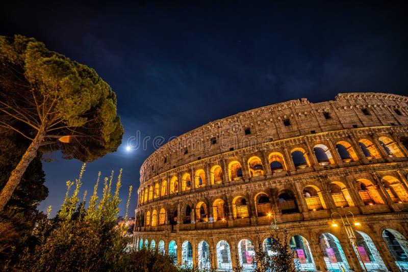 Colosseum bij nacht, Rome, Italië stock foto's