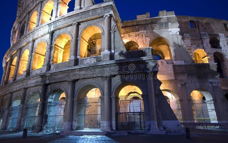 Colosseum bij nachtschemer royalty-vrije stock afbeelding