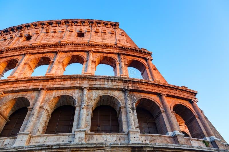 Colosseum bij zonsondergang stock afbeelding