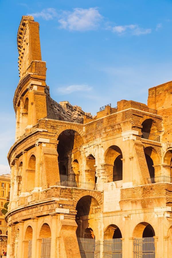 Colosseum bij zonsondergang stock afbeeldingen