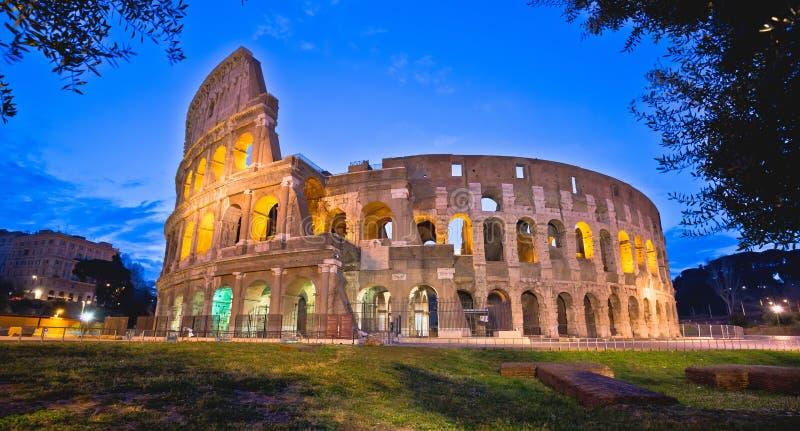Colosseum della vista panoramica di sera di Roma immagini stock