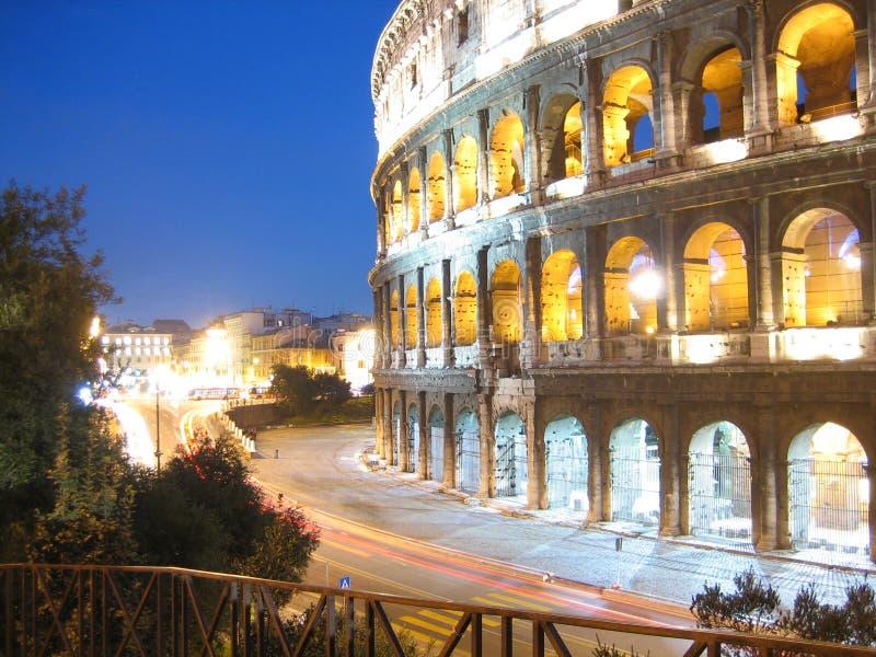 Colosseum an der Dämmerung stockbild