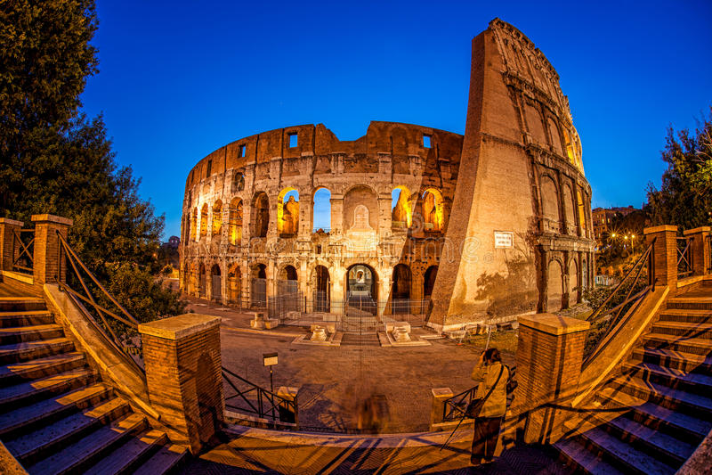 Colosseum durante il tempo di sera, Roma, Italia fotografie stock