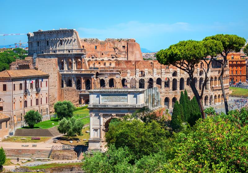 Colosseum e arco de Constantim imagens de stock royalty free