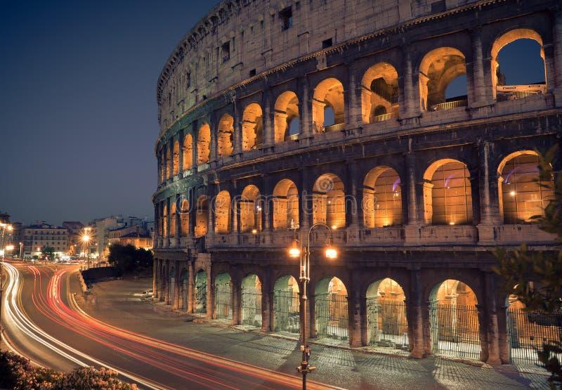 Colosseum en la noche fotografía de archivo libre de regalías