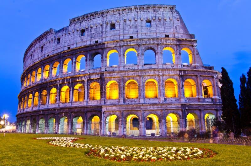 Colosseum en la noche, Roma, Italia imagen de archivo libre de regalías