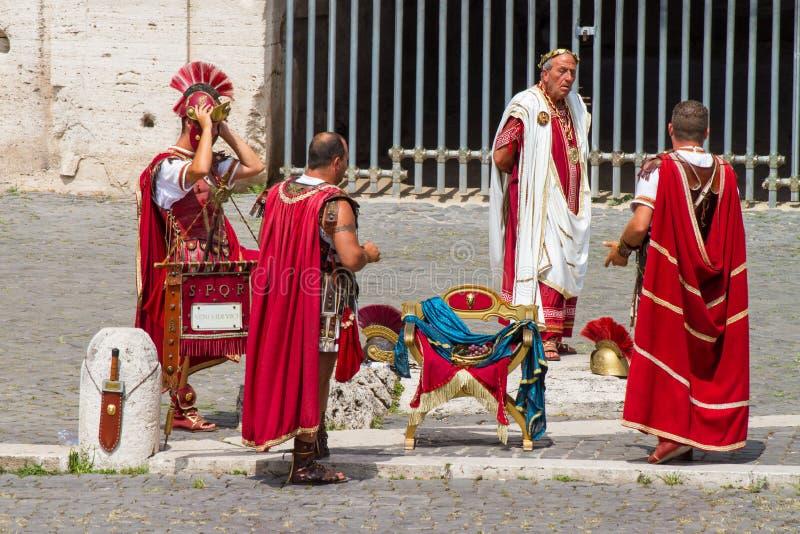 Colosseum - gladiadores y Dominus imágenes de archivo libres de regalías