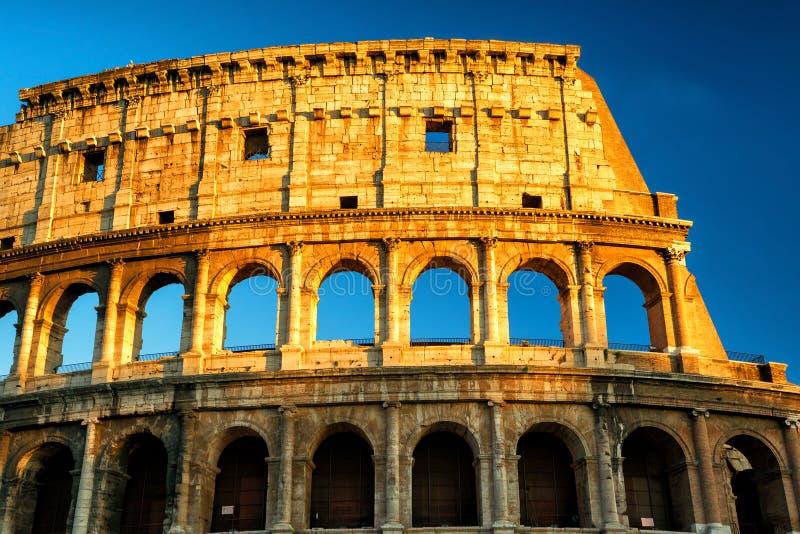 Colosseum (kolosseum) przy zmierzchem, Rzym zdjęcia stock