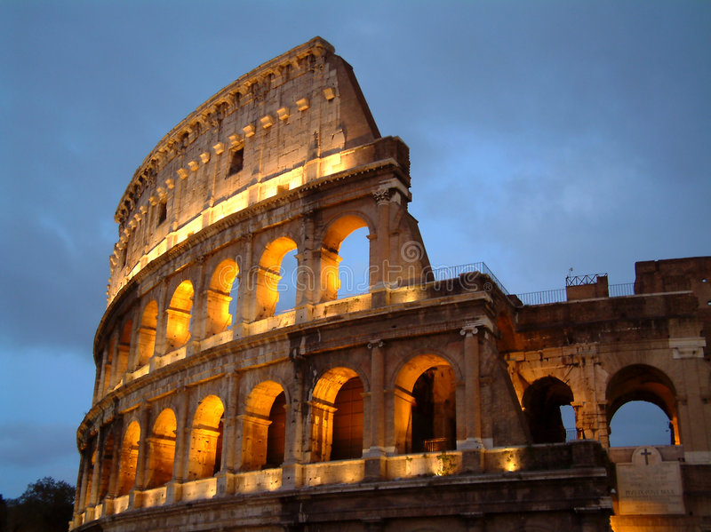 Colosseum la nuit photo libre de droits