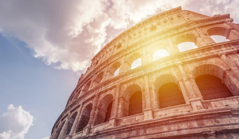 Colosseum - lumière du soleil photos stock
