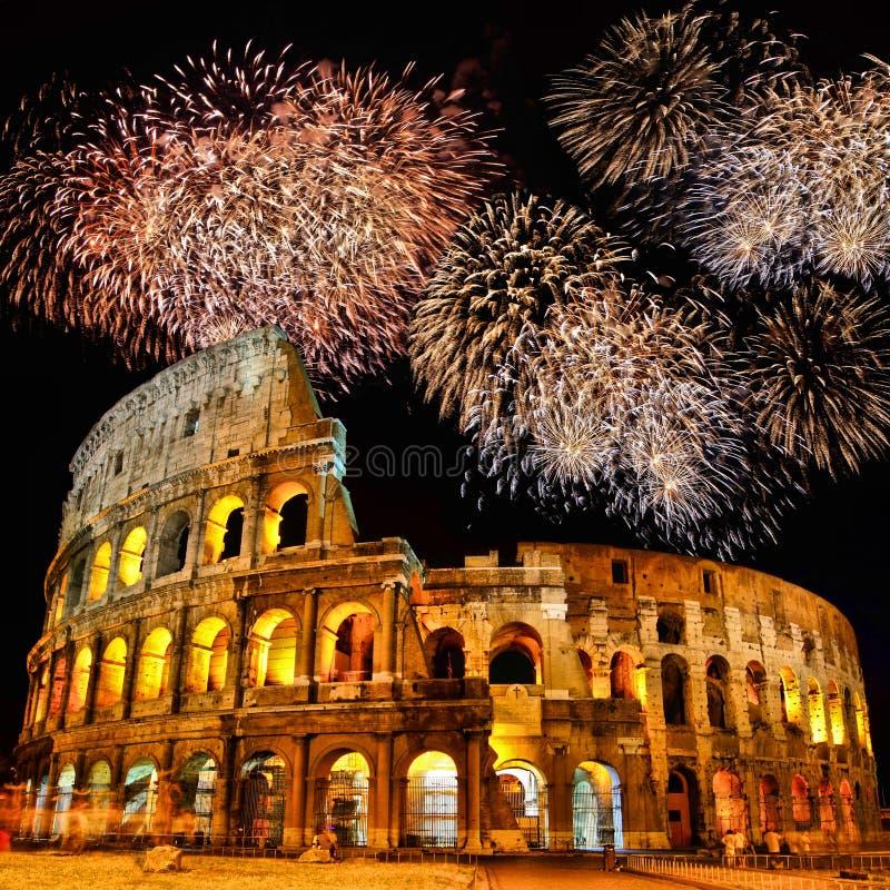 Colosseum met vuurwerk royalty-vrije stock fotografie