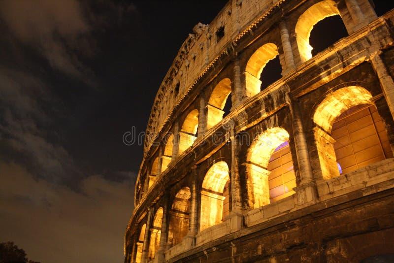 Colosseum na noite fotografia de stock royalty free