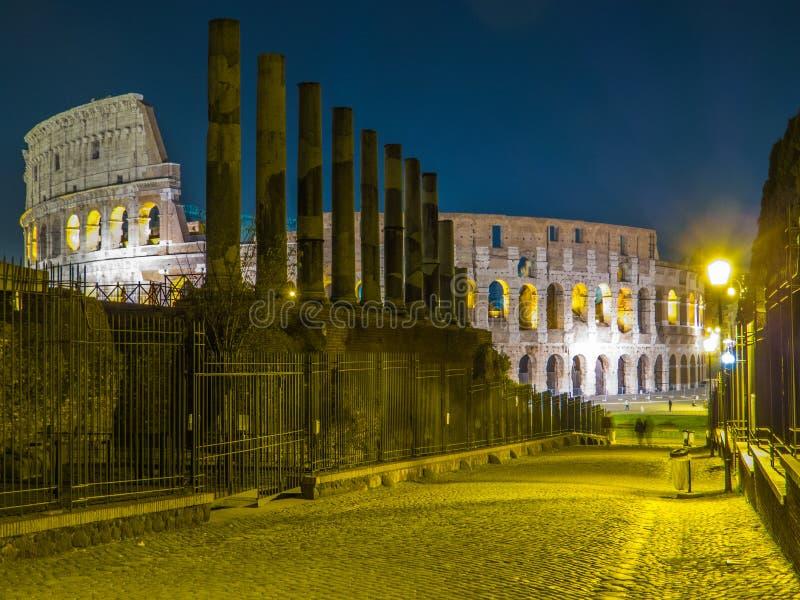 Colosseum na noite imagens de stock royalty free