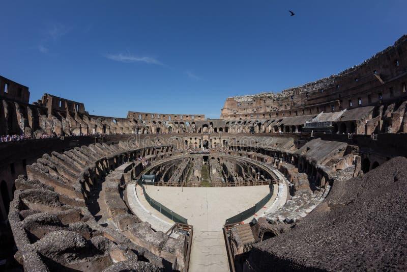 Colosseum nach innen stockfotografie