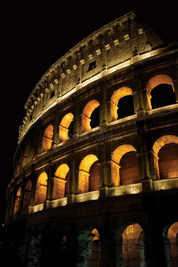 Colosseum nachts stockfotografie