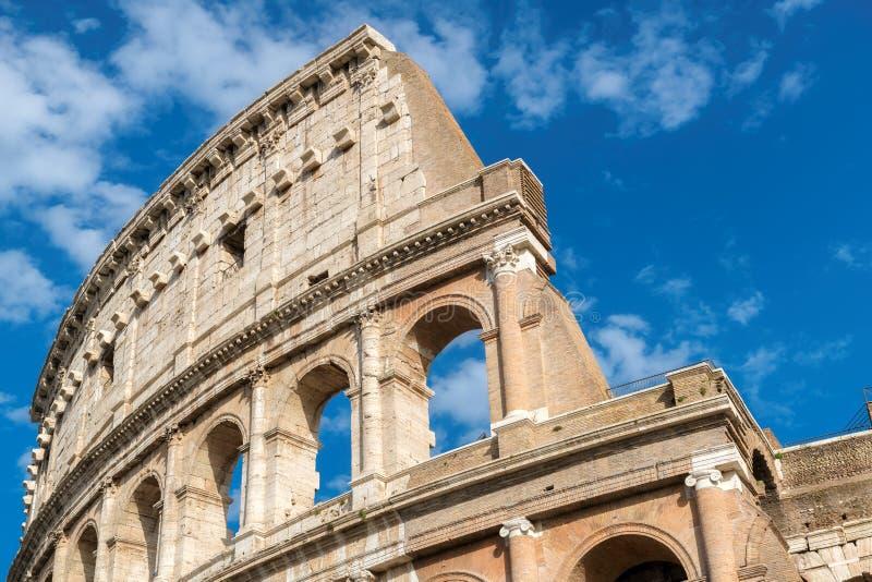 Colosseum nella fine di Roma su, l'Italia, fotografie stock