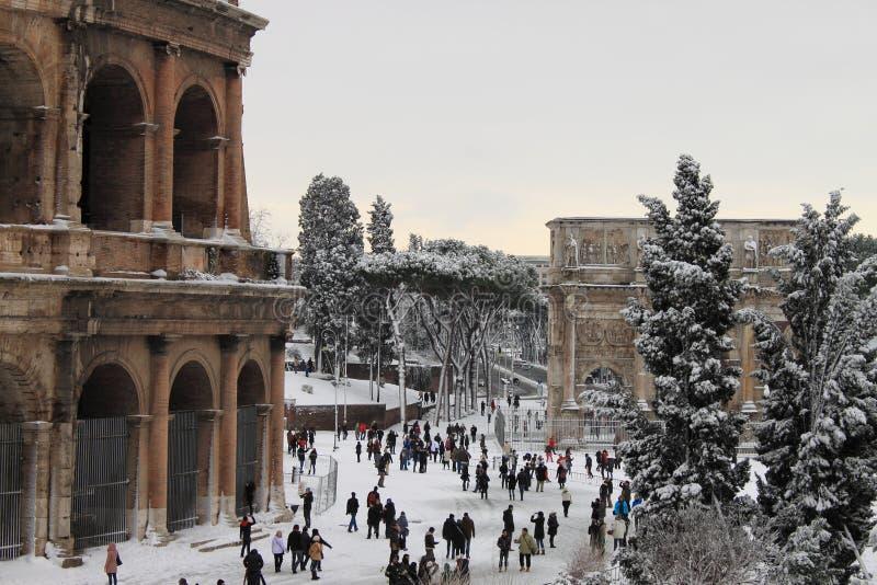 Colosseum onder sneeuw stock foto