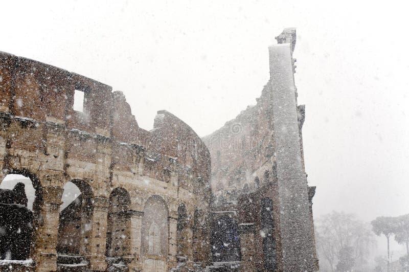 Colosseum onder zware sneeuw royalty-vrije stock foto's