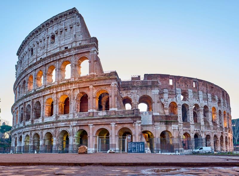 Colosseum przy wschodem s?o?ca w Rzym zdjęcie royalty free