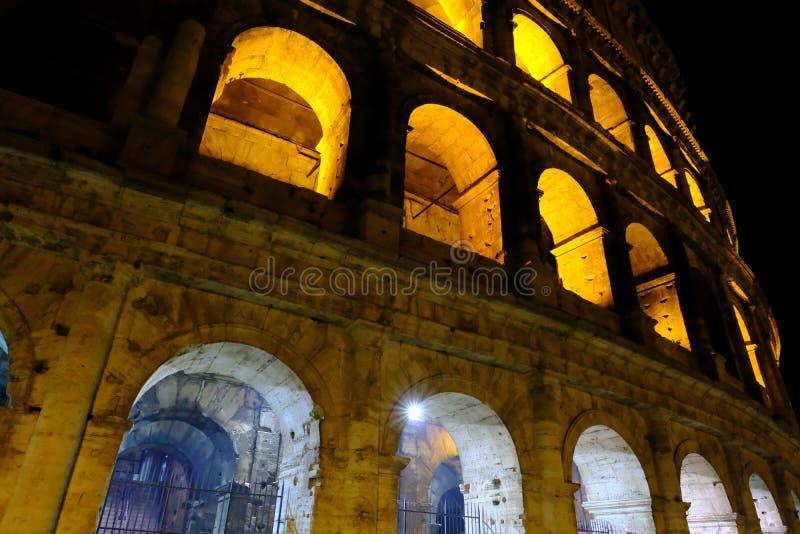 """Colosseum Roma æ·,馬ç """"¶æŠ€å 'för ¾ för ±å¤œçš""""ç…, arkivfoto"""