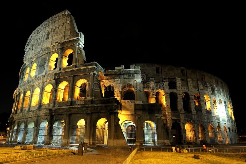 Colosseum A Roma Entro La Notte. Immagine Stock Libera da Diritti