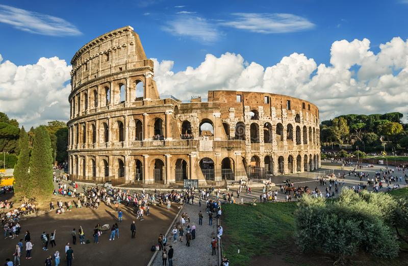 Colosseum romano antigo em Rome imagens de stock royalty free