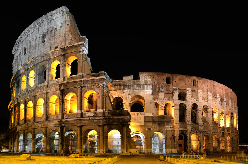 Colosseum in 's nachts Rome royalty-vrije stock afbeelding