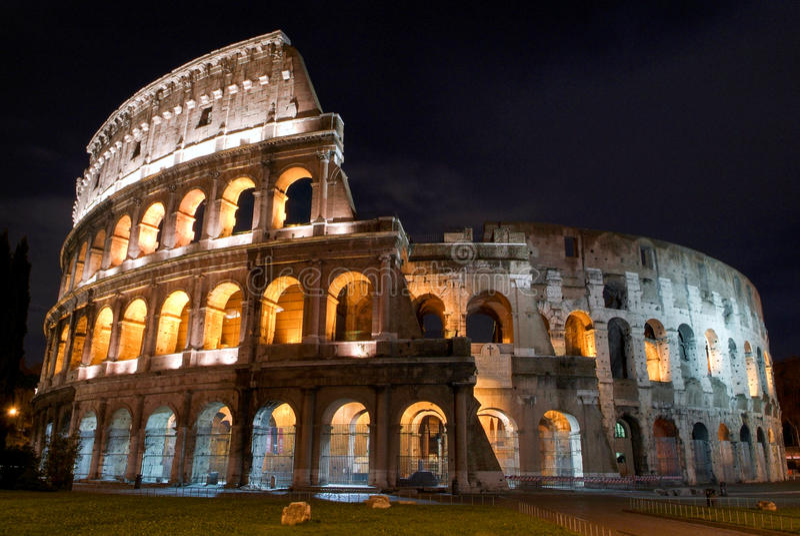Colosseum in 's nachts Rome stock fotografie