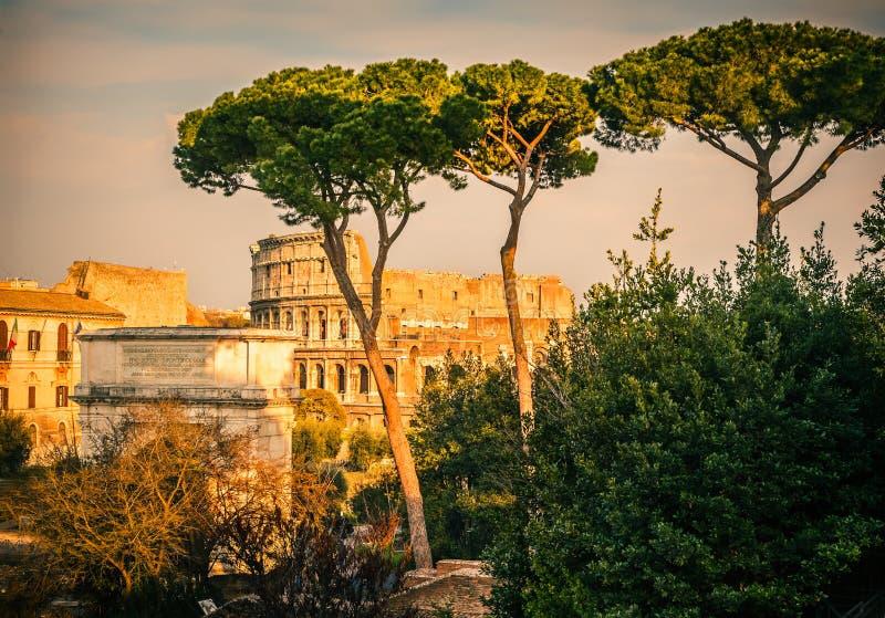 Download Colosseum Am Sonnenuntergang Stockbild - Bild von architektur, bogen: 26369877