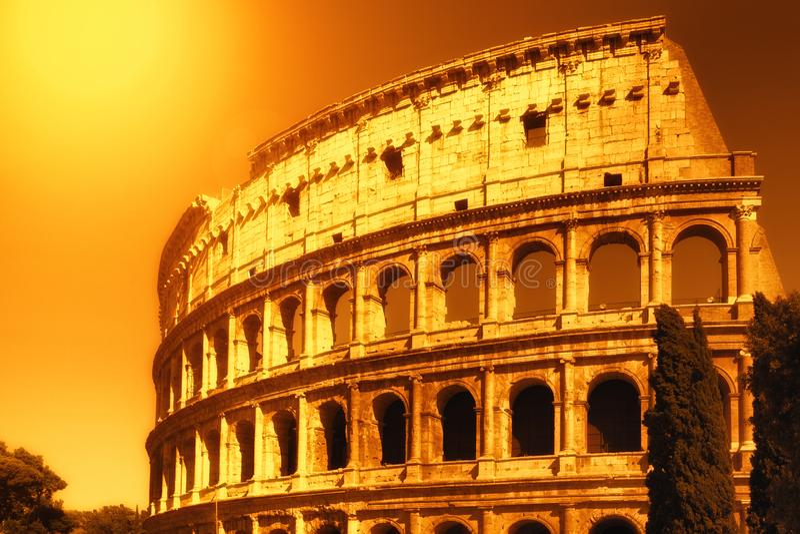 Colosseum am Sonnenuntergang in Rom, Italien stockfoto