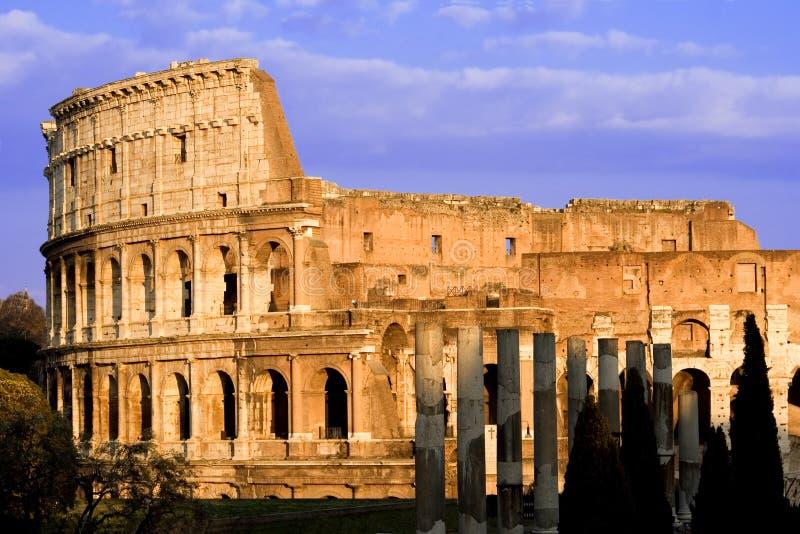 Colosseum tegen Dag royalty-vrije stock fotografie