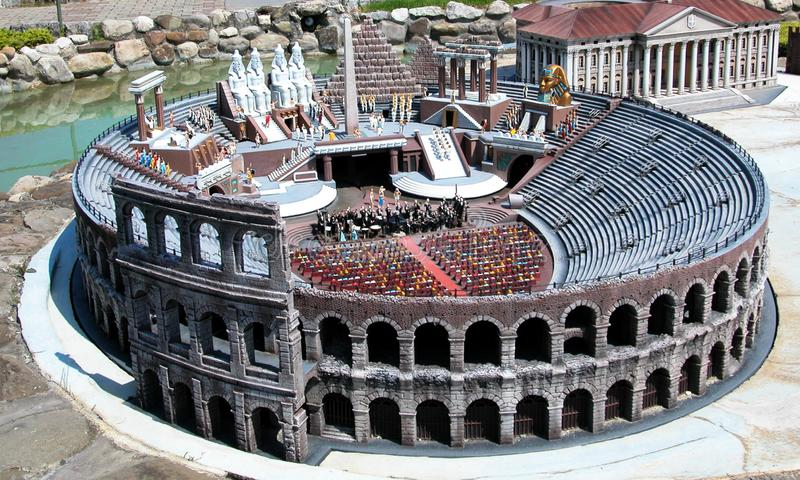 Colosseum van Rome in het themapark 'Italië in miniatuur 'Italië in miniatura Viserba, Rimini, Italië royalty-vrije stock foto's