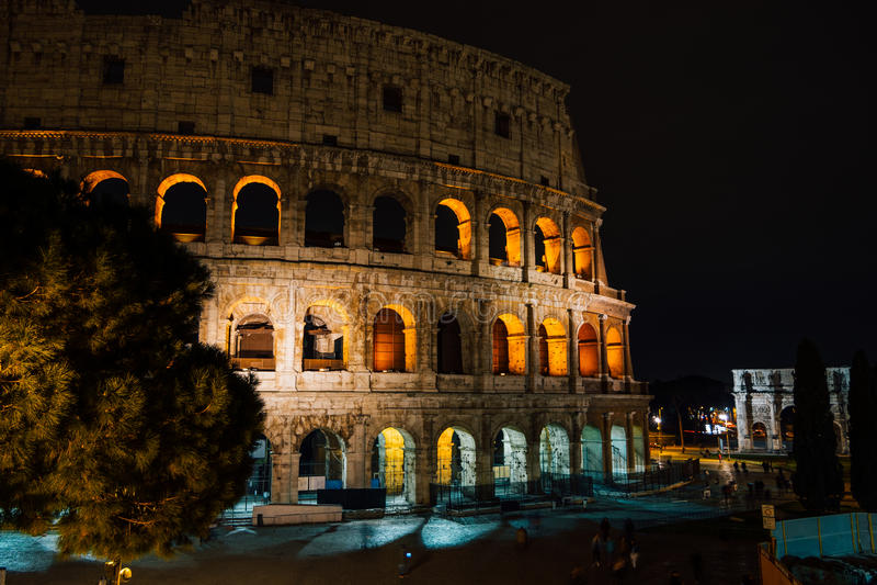 Colosseum während der Nacht, Rom, Italien lizenzfreies stockbild