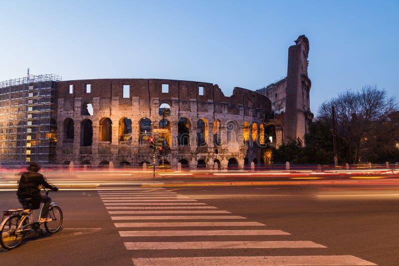 Colosseum w Rzym przy nocą obrazy royalty free