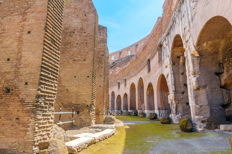 Colosseum wewnętrzny przejście na słonecznym dniu obraz royalty free
