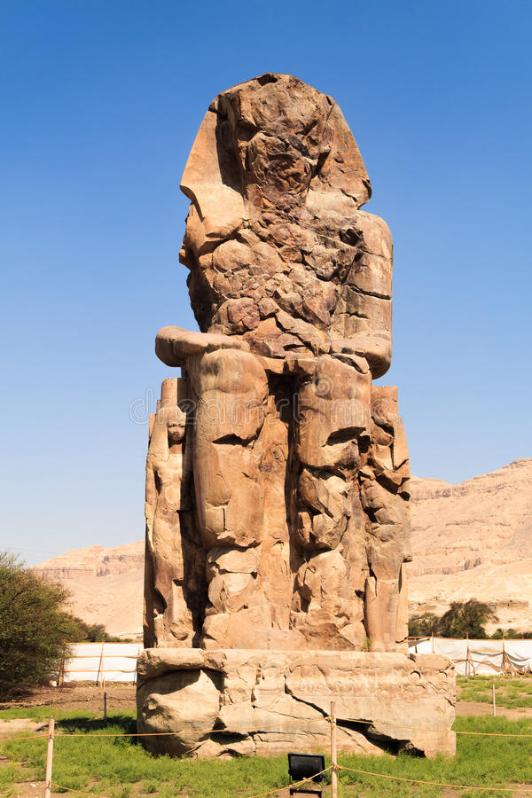 Colossi esquerdos de Memnon foto de stock royalty free